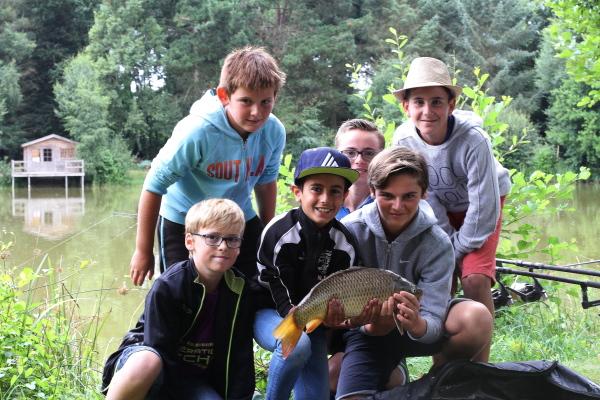 pêche carpe enfant